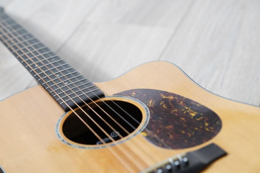 foto chitarra acustica martin